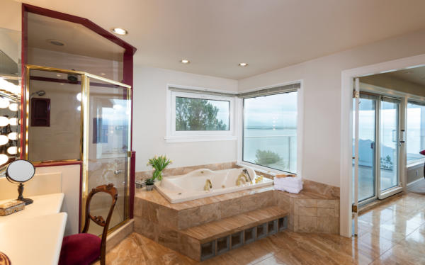 masterbath with ocean views